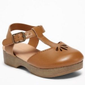 NIB Old Navy Tan Cut Out Clogs